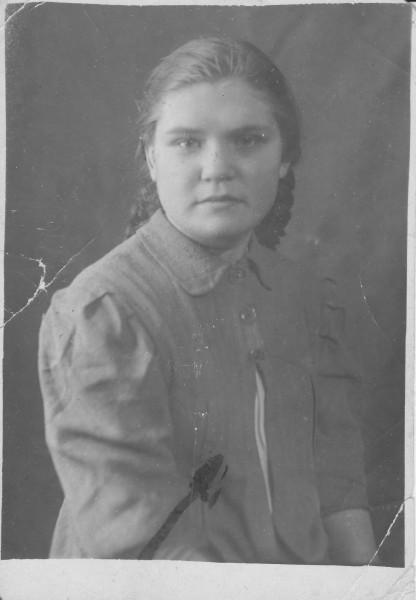Работница спичечной фабрики, мамина подруга, Шура. 1945 г.