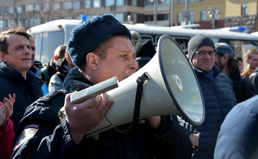 Полиция на митинге против Медведева