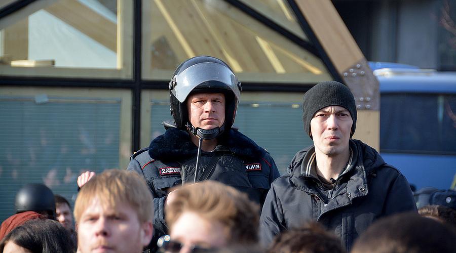 Люди на митинге 26 марта