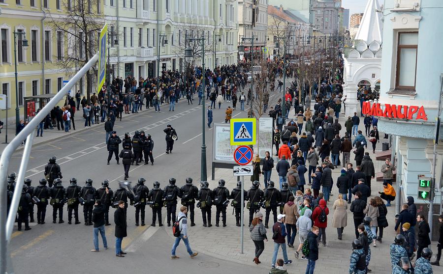 Очистили площадь от митингующих