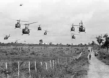 Американские вертолёты над рисовыми полями