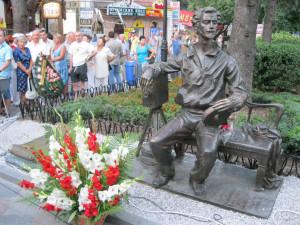 Памятник Ханжонкову в Ялте (уст.2011)