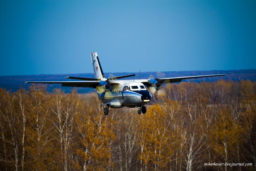 L-410 заходит на посадку