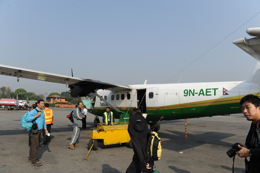 Погрузка в самолет в аэропорту Катманду