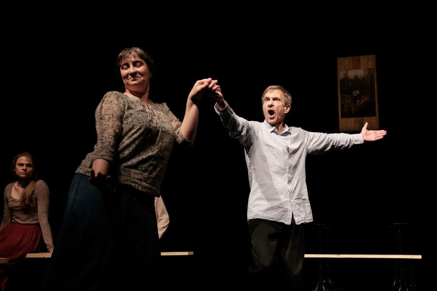 Театр «На досках» приглашает на спектакль «Жду любви»