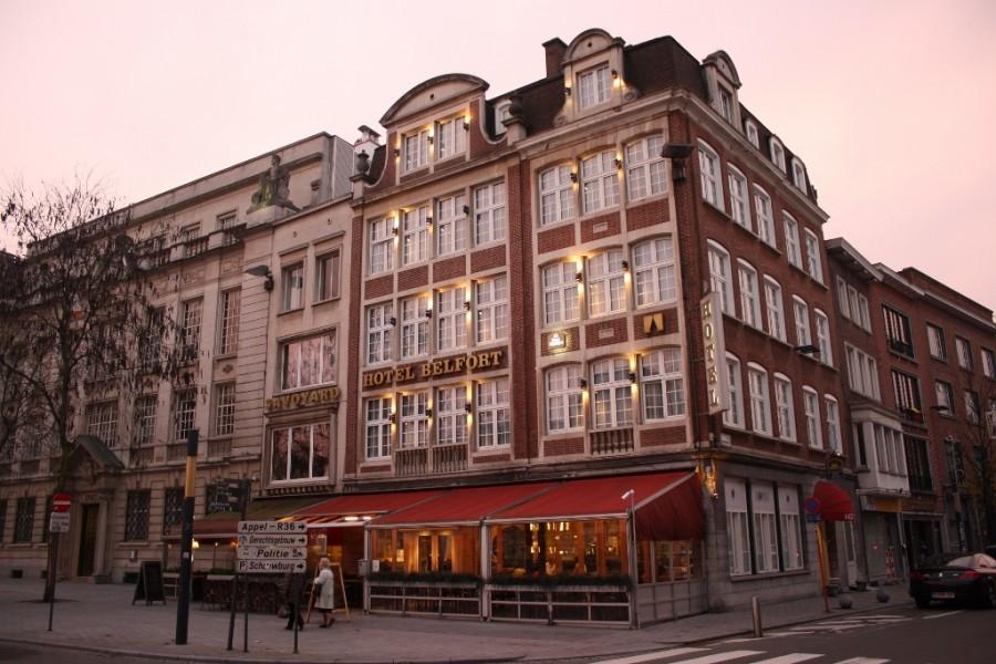 hotel_exterior_night (1024x683)