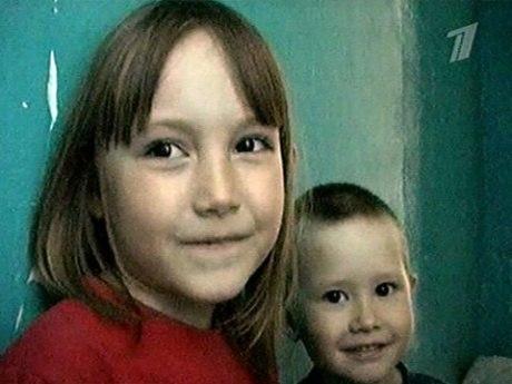 Маленький герой со спасённой сестрой