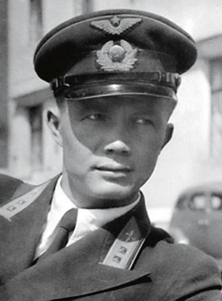 Бравый офицер Леонид Хрущёв