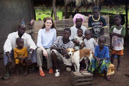 Бонни Райт в Африке