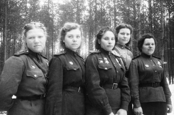 Девушки-санинструкторы 6-й гвардейской армии
