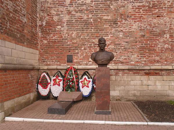 Могила Героя Советского Союза Михаила Егорова