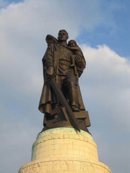 Памятник воину-освободителю в Трептов-парке