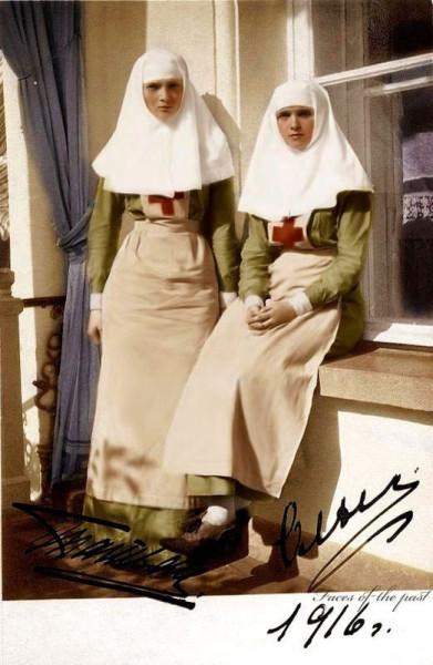Ольга и Татьяна в 1916 году