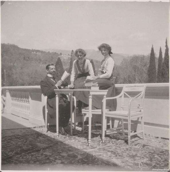 Пьер Жильяр с царевнами