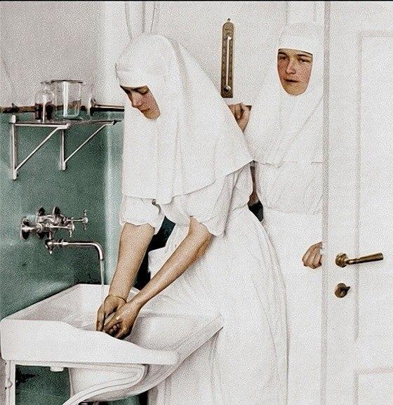 Царевны - медсёстры