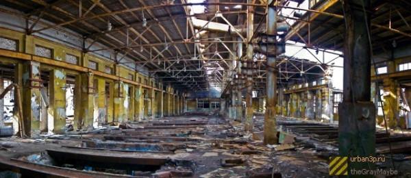 Разрушенный завод в 90-е годы