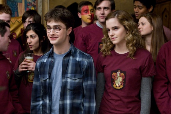 Гарри лыбится как дурак