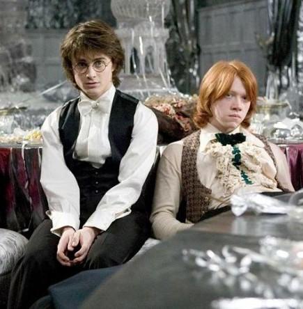 Рон и Гарри киснут