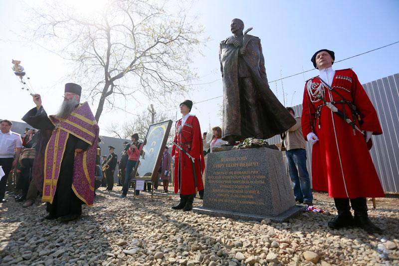 Памятник Корнилову в Екатринодаре