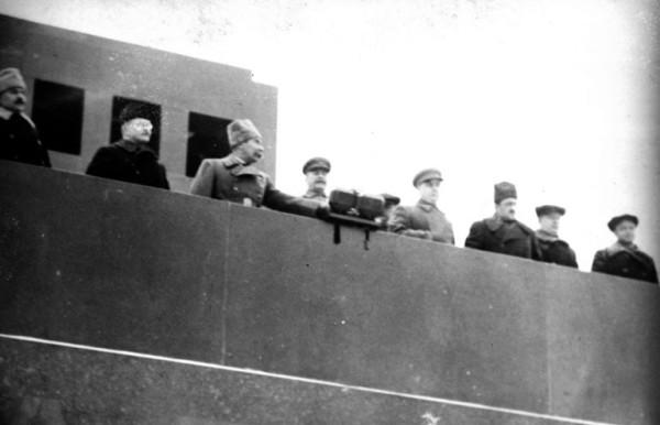 Руководители партии и правительства - 7 ноября 1941 года