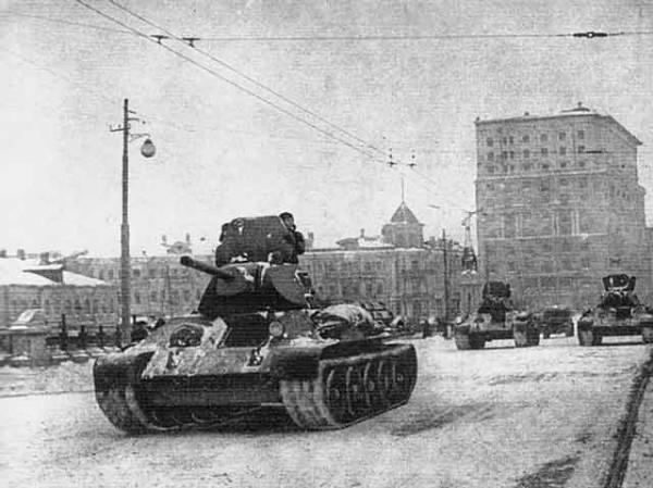 Колонна танков Т-34 - 7 ноября 1941 года