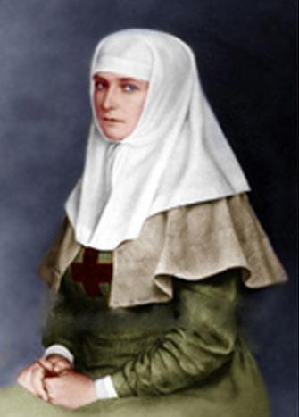 Александра Фёдоровна в платье сестры милосердия
