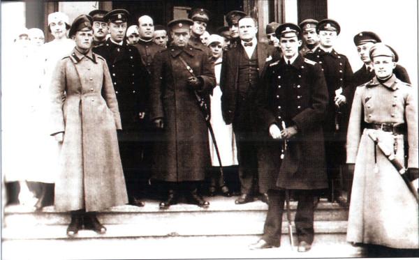 Колчак и его офицеры с представителями Антанты