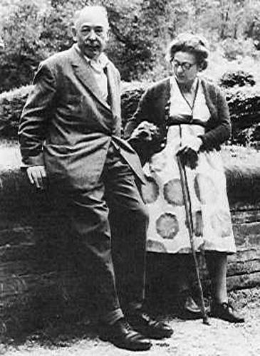 Льюис с женой