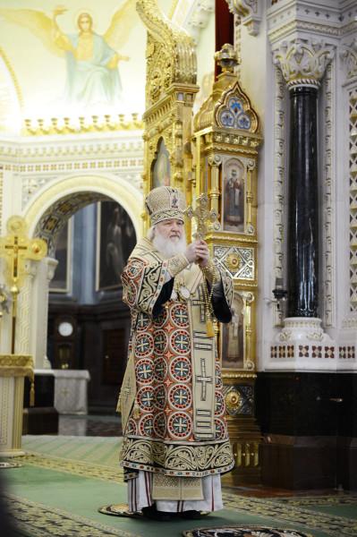 Патриарх Кирилл - отпуст крестом