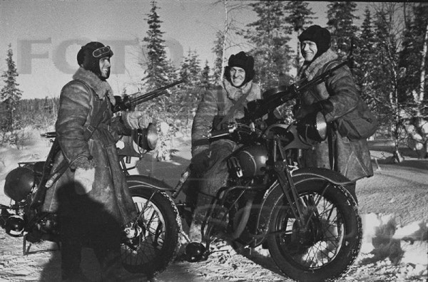 Мотоциклисты в зимней форме