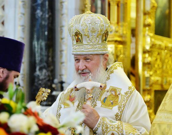 Патриарх Кирилл священнодействует