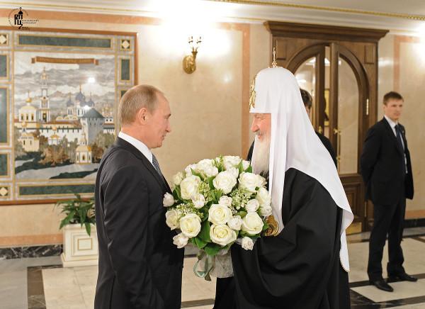 Патриарха Кирилла поздравляет Путин