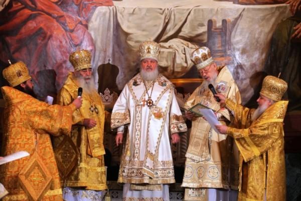 Патриарх со старейшими митрополитами
