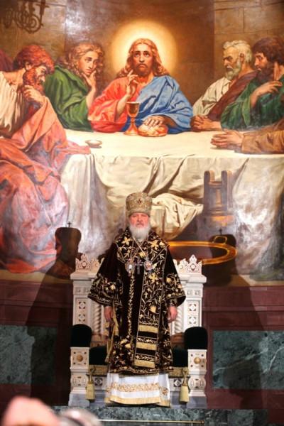 Патриарх перед троном