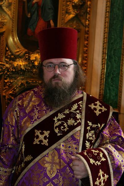 Андрей Кураев в богослужебном облачении