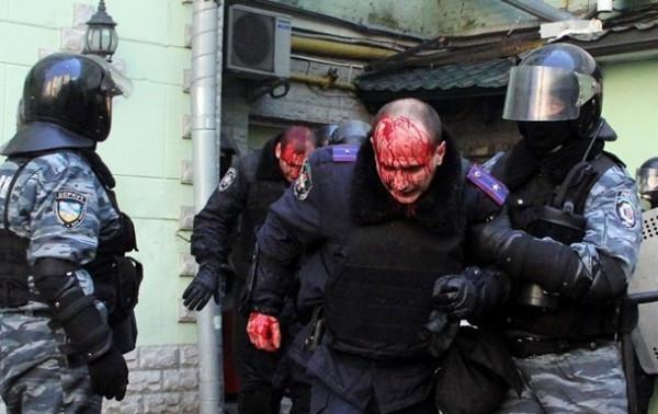 Избитые милиционеры