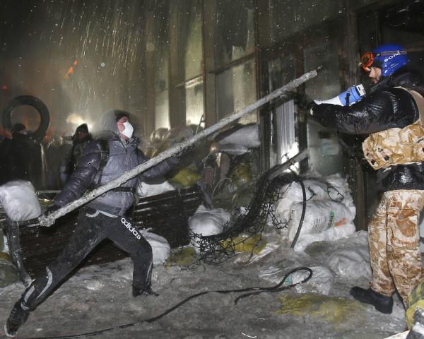Нацисты идут на штурм правительственных зданий
