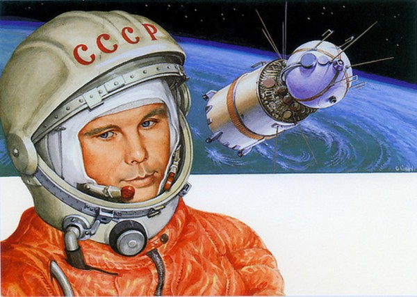 Гагарин на фоне своего корабля