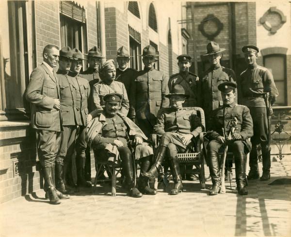 Семёнов с союзными офицерами