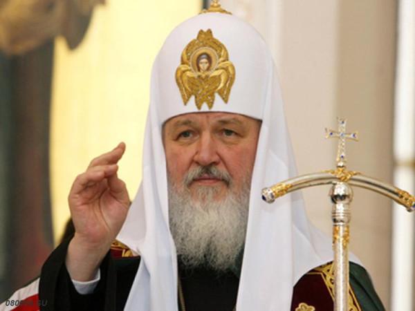 Патриарх Кирилл благословляет