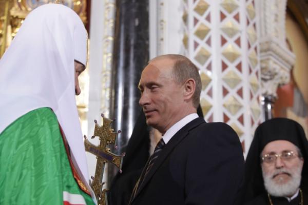 Патриарх благословляет Путина