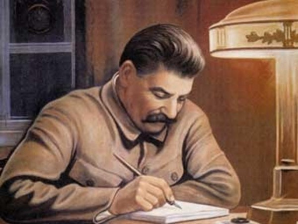 Сталин за рабочим столом