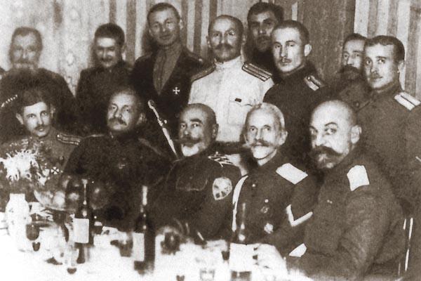 Деникин с группой боевых соратников-корниловцев