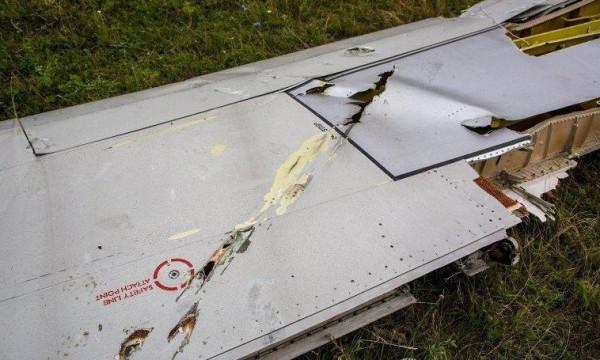 Обломки Боинга со следами снаряда