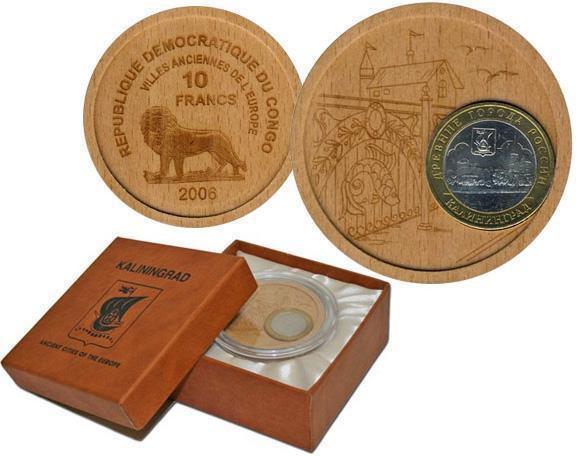 Деревянная монета с вставкой из российской монеты
