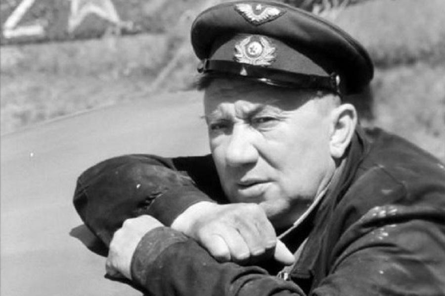 Картинки по запросу Советский человек