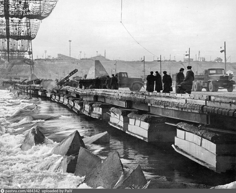 Строительство Волжской ГЭС.