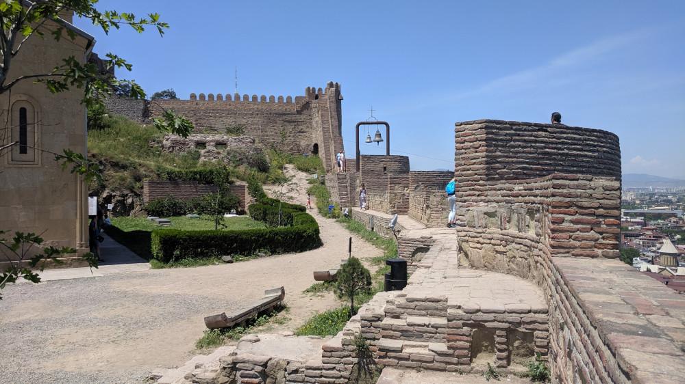 Крепость Нарикала на горе Мтацминда. Начало постройки V в.