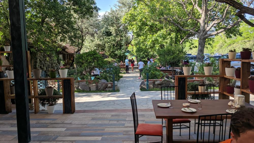 Придорожное кафе у военно-грузинской дороги, близь г.Мцхета, Натахтари Вели. Очень вкусные хинкали.