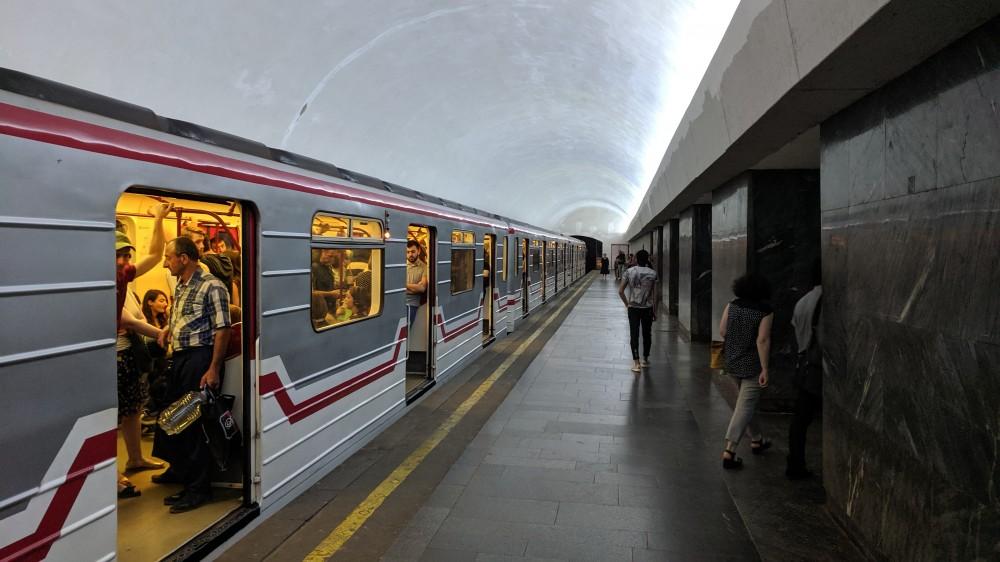 Поезд в метро Тбилиси.